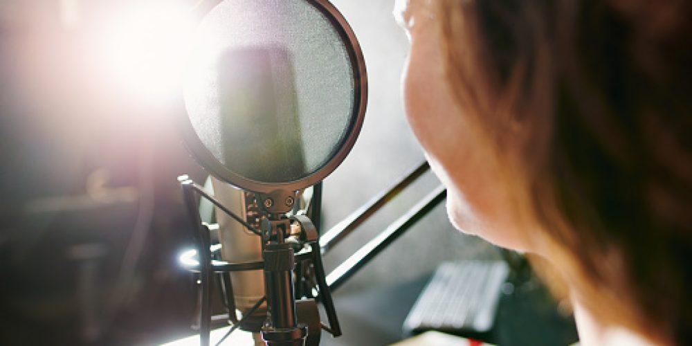 2021 – Une journée d'une station de radio locale