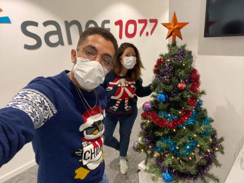 Noël 2020 dans les studios : Léa et Chrystopher  masqués mais joyeux !