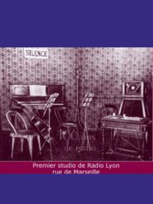 1924 – Éclosion de nombreuses radios privées.